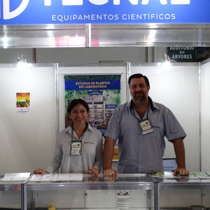 Featured image for CID Visits Brazilian Plant Physiology Conference with Distributor Tecnal